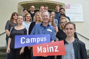 Gruppenbild mit Logo Campus Mainz