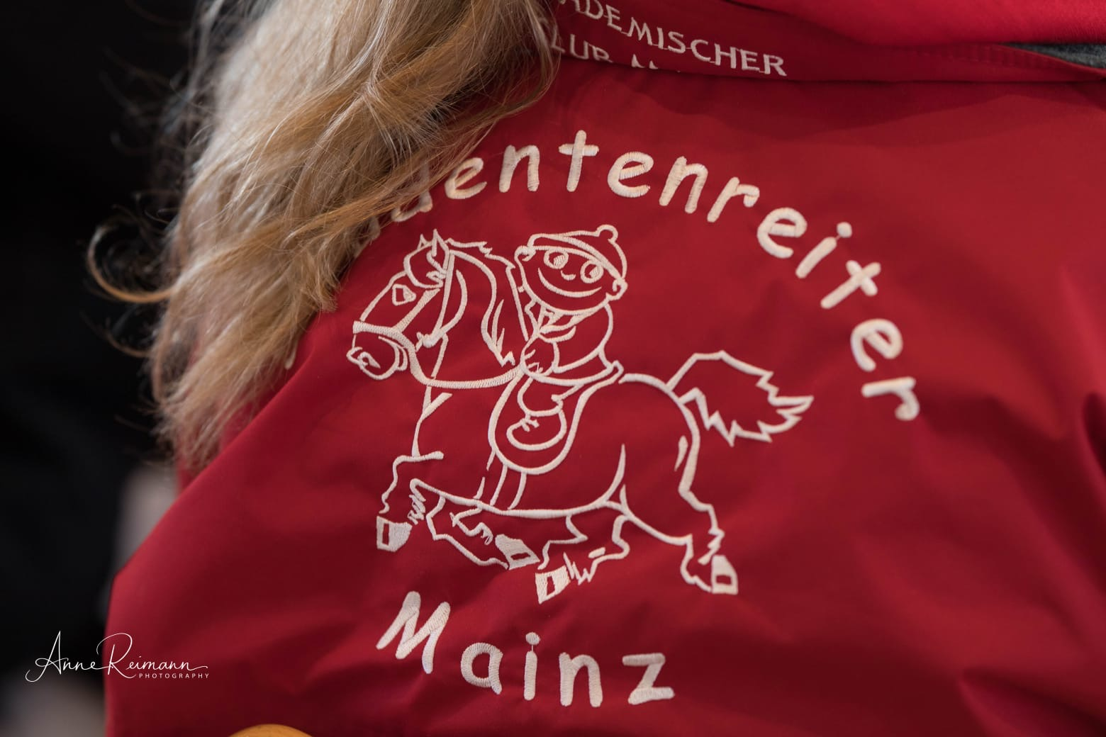 Picture of a jacket with the logo of Studentenreiter Mainz
